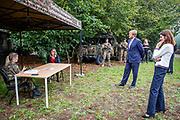 UDEN, 9-9-2020,  ministerie van Defensie<br /> <br /> Zijne Majesteit de Koning en staatssecretaris Visser op werkbezoek aan een HR-proeftuin van het ministerie van Defensie in Uden. Het werkbezoek staat in het teken van de ervaringen met regionale werving en selectie en de samenwerking met andere organisaties bij de instroom en doorstroom van medewerkers.