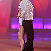 NLD/Hilversum/20110211 - 3de Liveshow SBS Sterren Dansen op het IJs 2011, Kim Feenstra en schaatspartner Kevin Steffan