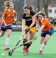 BLOEMENDAAL - hockey - Competitie Landelijk meisjes : Bloemendaal MB1-Den Bosch MB1 (1-1). rechts Roos Snoeren. COPYRIGHT KOEN SUYK