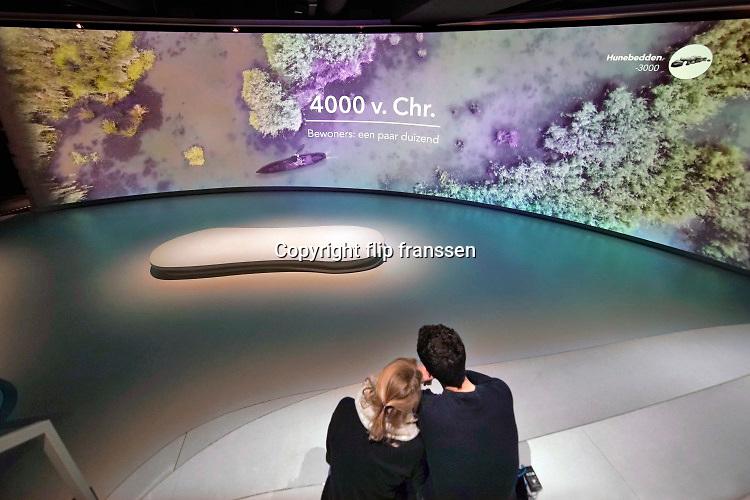 Nederland, Arnhem, 3-3-2020  De Canon van nederland is een tentoonstelling, ondergebracht op het terrein van het openlucht museum . Sommigen willen nog een nationaal historisch museum, mogelijk op een andere locatie, maar dit is tot nu toe niet van de grond gekomen . De Canon van Nederland is een lijst van vijftig thema's die chronologisch een samenvatting geeft van de geschiedenis van Nederland. De Canon werd in 2006 samengesteld in opdracht van de Nederlandse staat.Foto: Flip Franssen