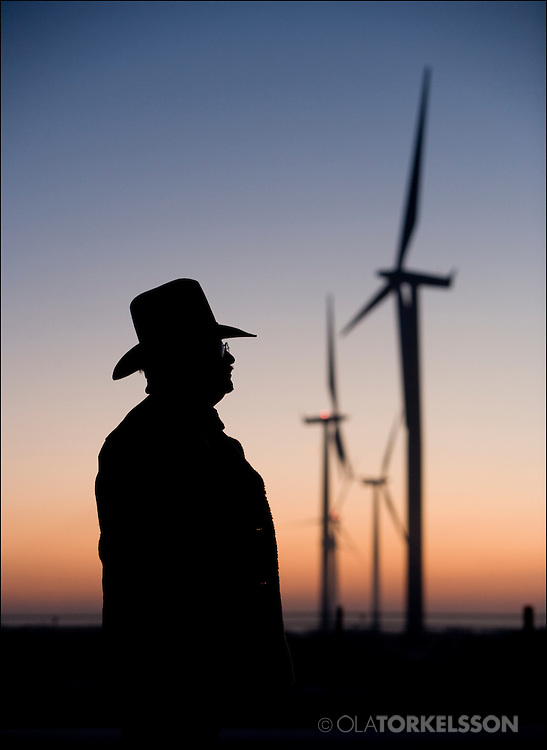 Greg Wortham with wind turbines in the background. Photo Ola Torkelsson © 2009