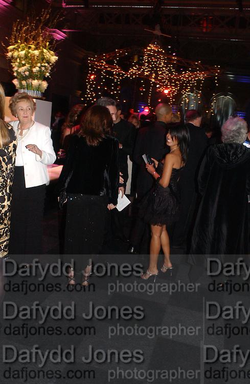Mamta Bhatia. The Black and White Winter Ball. Old Billingsgate. London. 8 February 2006. -DO NOT ARCHIVE-© Copyright Photograph by Dafydd Jones 66 Stockwell Park Rd. London SW9 0DA Tel 020 7733 0108 www.dafjones.com