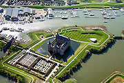 Nederland, Noord-Holland, Gemeente Gooise Meren, 20-04-2015; Rijksmuseum Het Muiderslot. Middeleeuws kasteel, inclusief een gerestaureerde moestuin en een kruidentuin. Vesting Muiden. <br /> Muiderslot, medieval castle, including a restored kitchen garden and a herb garden. <br /> luchtfoto (toeslag op standard tarieven);<br /> aerial photo (additional fee required);<br /> copyright foto/photo Siebe Swart