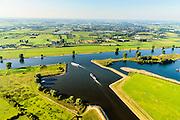 Nederland, Noord-Brabant, Den Bosch, 23-08-2016; Máximakanaal nabij sluis Empel. Het kanaal (onder in beeld) verbindt de Maas  met de Zuid-Willemsvaart en maakt scheepvaartverkeer buiten het centrum van Den Bosch mogelijk.<br /> Máximakanaal, connects the Meuse with the South Willemsvaart and makes shipping outside the center of Den Bosch possible.<br /> luchtfoto (toeslag op standard tarieven);<br /> aerial photo (additional fee required);<br /> copyright foto/photo Siebe Swart