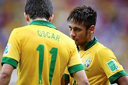 Neymar Jr e Oscar durante a partida contra o Japão, válida pela primeira rodada da Copa das Confederações, no Estádio Nacional Mané Garrincha, em Brasília. FOTO: Jefferson Bernardes/Preview.com