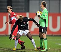 Fotball<br /> Tyskland<br /> Foto: Witters/Digitalsport<br /> NORWAY ONLY<br /> <br /> 13.12.2009<br /> <br /> Torwart Jens Lehmann VfB tritt Aristide Bance auf den Fuss<br /> Bundesliga FSV Mainz 05 - VfB Stuttgart