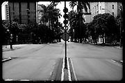 BELO HORIZONTE, MG, BRA. ..Ensaio Cidade quase fantasma. ..Av. Brasil com R. Alagoas....Foto: RODRIGO LIMA