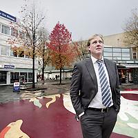 Nederland, Amsterdam , 5 november 2009. .Rob van de Steege, algemeen directeur van makelaarskantoor ERA van de Steege hier voor het kantoor op het Buikslotermeerplein..Rob van de Steege, general director of estate agent  ERA