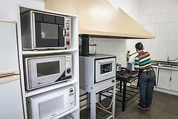 """6™ CRE ñ ESC. EST. ENS. FUN. SAGRADA FAMILIA, em Santa Cruz do Sul. ConstruÁ""""o de banheiros, piso interno, refeitÛrio e obras de drenagem do p·tio, R$ 120 milFOTO: Jefferson Bernardes/ AgÍncia Preview"""