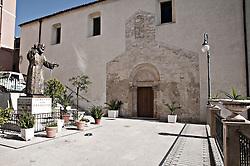 Carpino (Carpìnë in dialetto foggiano) è un comune italiano di 4.380 abitanti della provincia di Foggia in Puglia. Fa parte del Parco Nazionale del Gargano e della Comunità Montana del Gargano.<br /> È un noto centro per la produzione dell'olio e delle fave.<br /> È sede principale del Carpino Folk Festival, manifestazione dedicata alla riscoperta, conservazione e promozione della musica popolare italiana[4].