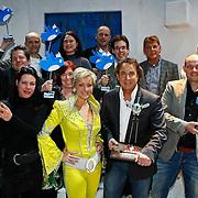 NLD/Amsterdam/20100114 - Uitreiking Twitteraar van het jaar 2009 prijs, Bas Westerweel en Lone van Roosendaal reiken de prijs uit aan Marco Borsato, groepsfoto alle winnaars