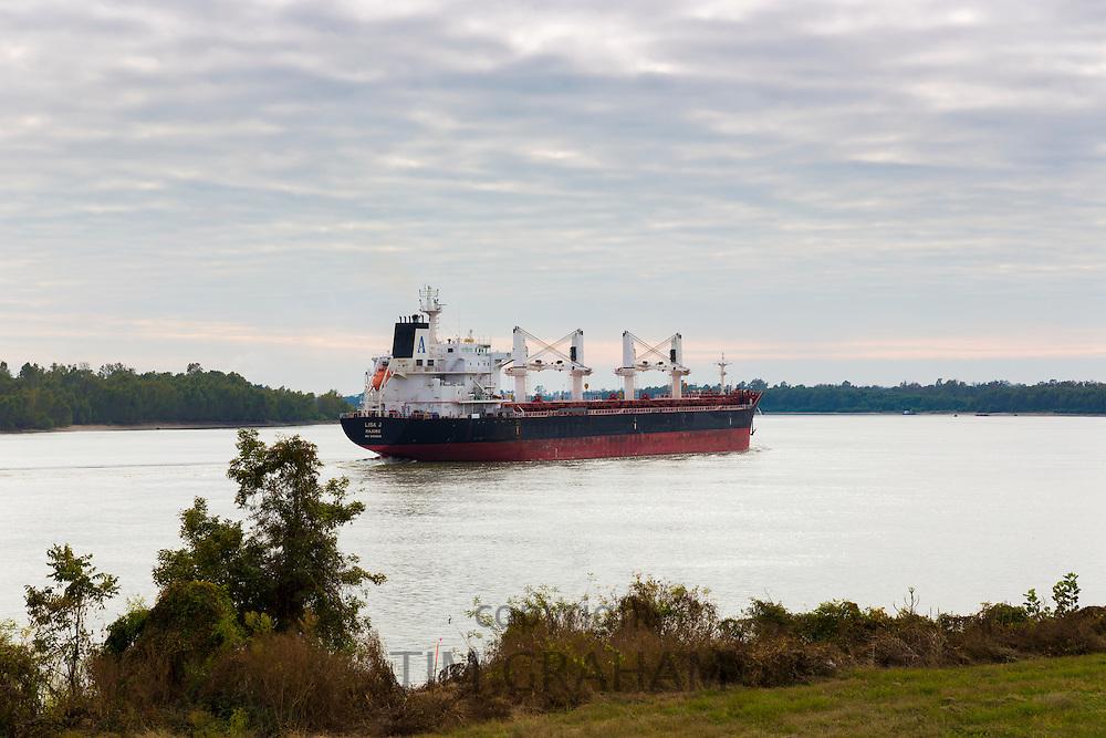 The bulk carrier 'Lisa J Majuro' registered in Marshall Islands, transporting freight along Mississippi River, Louisiana, USA