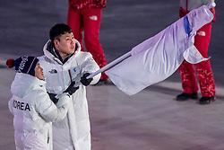 09-02-2018 KOR: Olympic Games day -1, PyeongChang<br /> Openingsceremonie Pyeongchang 2018 Olympic Winter Games / Vlaggendragers Chung Gum Hwang and Yunyong Won Korea