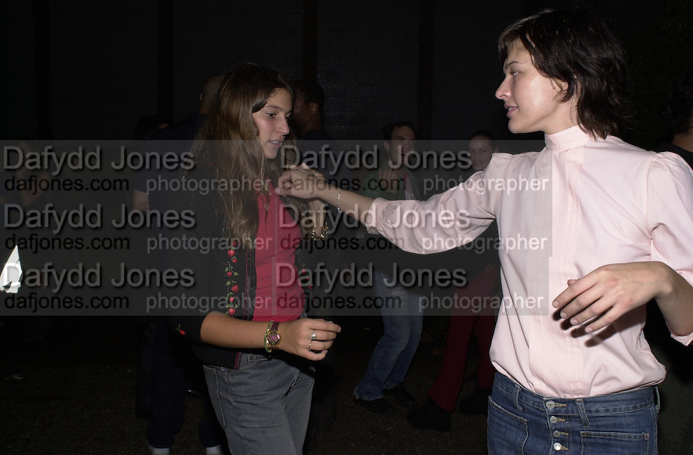 Milla Jovavich and Stella Schnabel. Damian Hirst opening reception and after party. Gagosian gallery and 118 10th Ave. New York. 23 September 2000.  © Copyright Photograph by Dafydd Jones 66 Stockwell Park Rd. London SW9 0DA Tel 020 7733 0108 www.dafjones.com