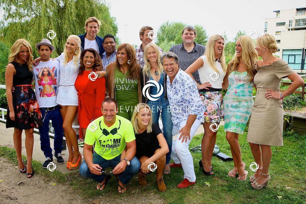 AMSTERDAM - SBS6 komt dit seizoen met een nieuw programma genaamd Sterren Springen.  Met hier de groepsfoto van alle deelnemers en presentators. FOTO LEVIN DEN BOER - PERSFOTO.NU