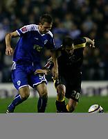 Photo: Steve Bond.<br />Leicester City v Cardiff City. Coca Cola Championship. 26/11/2007. Steve Thompson (R) muscles past Gareth McAuley (L)