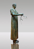 """""""Charioteer of Delphi"""" 470 BC. The """"Charioteer of Delphi"""" is one of the best known ancient Greek statues, and one of the best preserved examples of classical bronze casts. It is considered a fine example of the """"Severe"""" style. Delphi Archaeological Museum. .<br /> <br /> If you prefer to buy from our ALAMY STOCK LIBRARY page at https://www.alamy.com/portfolio/paul-williams-funkystock/greco-roman-sculptures.html . Type -    Delphi     - into LOWER SEARCH WITHIN GALLERY box - Refine search by adding a subject, place, background colour, museum etc.<br /> <br /> Visit our ANCIENT GREEKS PHOTO COLLECTIONS for more photos to download or buy as wall art prints https://funkystock.photoshelter.com/gallery-collection/Ancient-Greeks-Art-Artefacts-Antiquities-Historic-Sites/C00004CnMmq_Xllw"""