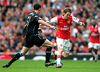 Photo: Tom Dulat.<br /> Arsenal v Bolton Wanderers. The FA Barclays Premiership. 20/10/2007.<br /> Andrew O'brien of Bolton Wanderers and Alexander Hleb of Arsenal with the ball.