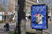 Nederland, Nijmegen, 4-4-2020  Op het keizer karelplein staat een muppi ter promotie van het lezen van boeken door de bibliotheken en boekhandels  tijdens de coronacrisis. Campagne van het CPNB .Foto: Flip Franssen