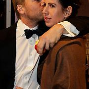 NLD/Amsterdam/20100412 - Premiere film de Gelukkige Huisvrouw, Isa Hoes en partner Anthonie Kamerling