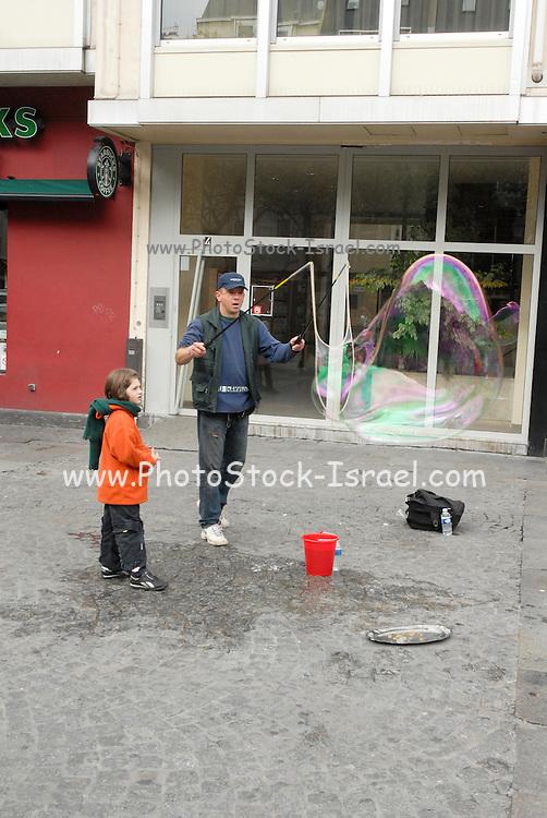 France, Paris, street performer