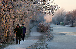 © under licence to London News Pictures 7/11/2010 Walkers taking a stroll along the canal towpath in Sutton Cheney, Leicestershire..Picture credit: Dave Warren/London News Pictures...