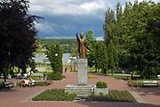 Skwer i pomnik papieża Jana Pawła II w Mrągowie, Polska<br /> Square and monument to Pope John Paul II in Mrągowo, Poland