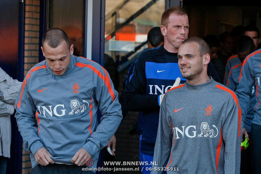 NLD/Katwijk/20110321 - Training Nederlandse Elftal Hongarije - NLD, John Heitinga en Wesley Sneijder