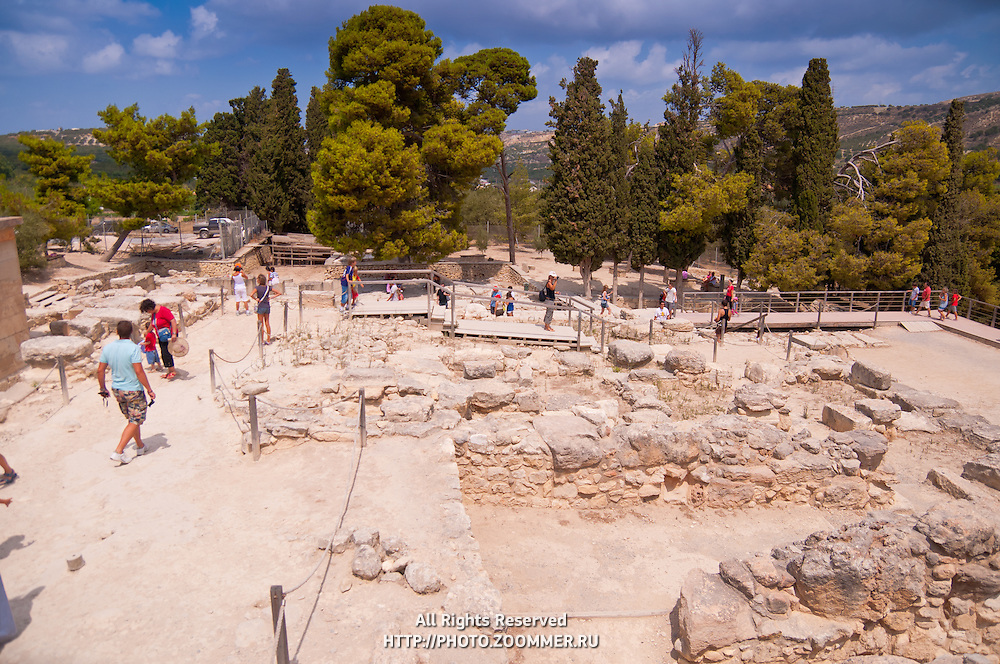 Tourists walking in the ruins of Knossos palace