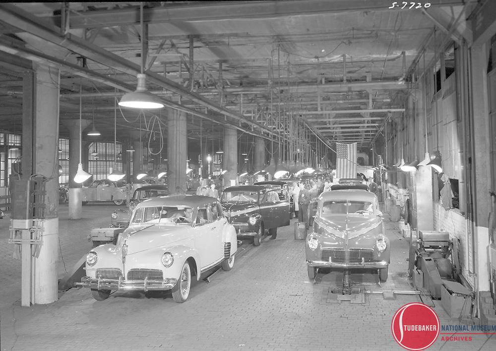 1941 Studebaker final assembly line.