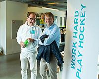 AMSTERDAM- Eerste ronde VODW Business Cup bedrijfshockey. Maton Sonnemands (VODW) met Erik Gerritsen (KNHB)FOTO KOEN SUYK