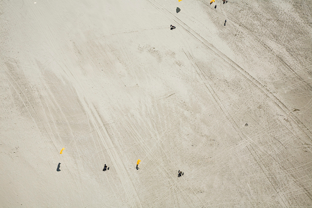 Nederland, Noord-Holland, Wijk aan Zee, 16-04-2008; buggyen (buggien): surfers op een karretje (buggy) worden voortbewogen door een vlieger (kite); zee, strand, duin, duinen, strandpaviljoen,wind, risicosport ..luchtfoto (toeslag); aerial photo (additional fee required); .foto Siebe Swart / photo Siebe Swart.