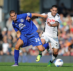 23.10.2011, Craven Cottage, London, ENG, PL, FC Fulham vs FC Everton, im Bild Everton's Jack Rodwell in action against Fulham's Clint Dempsey during the Premiership match at Craven Cottage // during the Premier League match between FC Fulham vs FC Everton, at Craven Cottage stadium, London, United Kingdom on 23/10/2011. EXPA Pictures © 2011, PhotoCredit: EXPA/ Propaganda Photo/ Chris Brunskill +++++ ATTENTION - OUT OF ENGLAND/GBR+++++