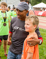 Meb Kefelzighi poses for photo with young fan