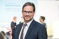 """19 NOV 2018, BERLIN/GERMANY:<br /> Florian Pronold, Parl. Staatsekretaer im Bundesministerium fuer Umwelt, Naturschutz und nukleare Sicherheit, F.A.Z. Konferenz """"Mobilitaet in Deutschland - Zeit fuer neues Denken und Handeln"""", F.A.Z. Atrium<br /> IMAGE: 20181119-01-034<br /> KEYWORDS: F.A.Z."""