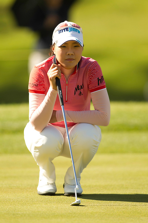 RANCHO MIRAGE, CA - APRIL 1: Hee Kyung Seo of South Korea lines up a putt during the fourth round of the 2012 Kraft Nabisco Championship at the Dinah Shore Course at Mission Hills Country Club in Rancho Mirage, California on April 1, 2012. (Photograph ©2012 Darren Carroll) *** Local Caption *** Hee Kyung Seo
