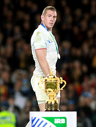 © Andrew Fosker / Seconds Left Images 2011 - France's Imanol Harinordoquy has a glance at the Webb Ellis Cup as he walks across the stage after collecting his runner's up medal -  France v New Zealand - Rugby World Cup 2011 - Final - Eden Park - Auckland - New Zealand - 23/10/2011 -  All rights reserved..