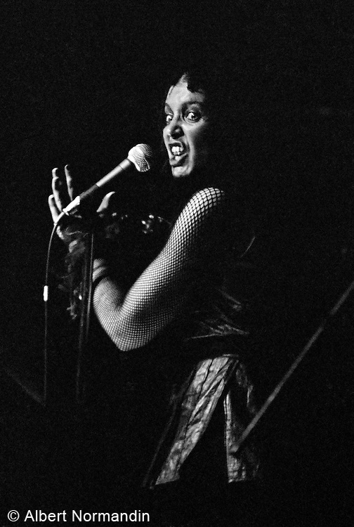 Bene Lovich with a crazed look on her face singing