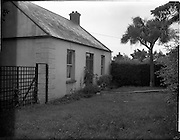 01/08/1956<br /> 08/01/1956<br /> 01 August 1956<br /> Bridge Cottage, Greystones, Co. Wicklow, house of escaped convict Alfred George Hinds. Hinds had been flown back to England that morning having been arrested by Gardai.