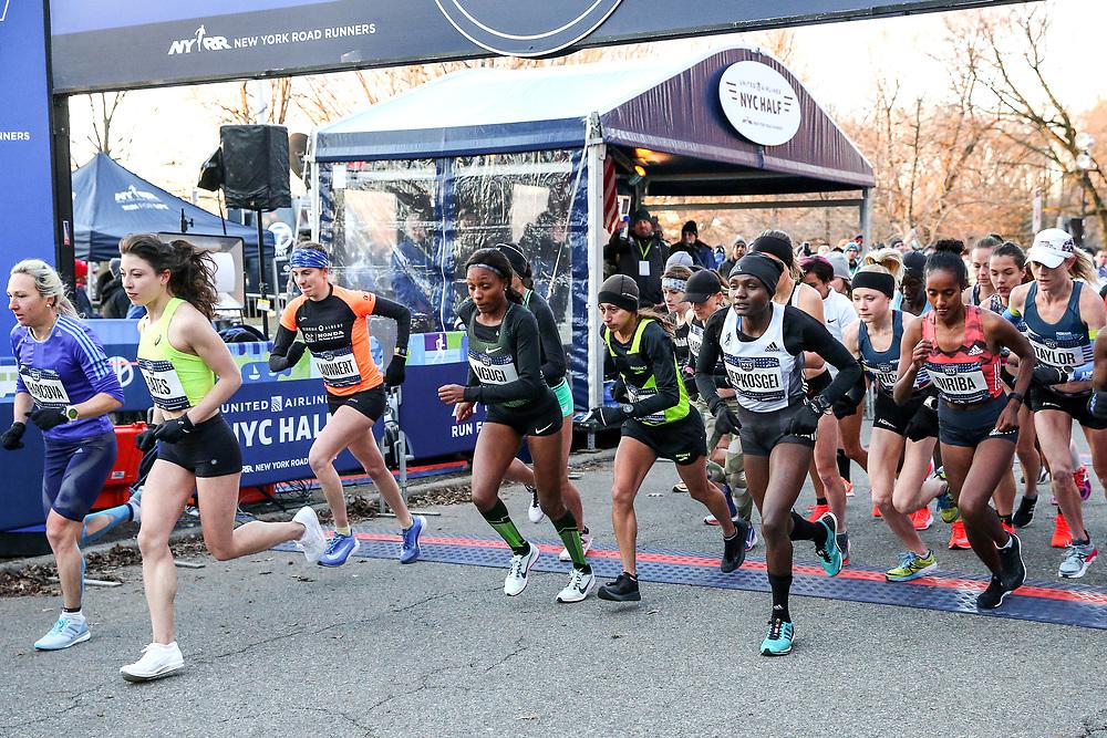pro womens start<br /> Emma Bates... Mary Ngugi... Des LInden... Joyciline Jepkosgei... Buze Diriba... Kellen Taylor<br /> NYRR NYC Half Marathon