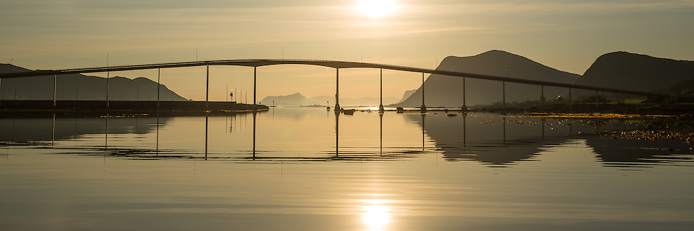Panoramic view of Kvalsund Bridge, Nearby Fosnavåg, Norway in beutiful morning light   Panoramabilde i tidlig morgenlys ved Kvalsundbrua i Søre Vaulen, med flatt hav og spegling i sjøen