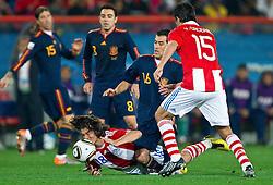 03-07-2010 VOETBAL: FIFA WORLDCUP 2010 SPANJE - PARAGUAY: JOHANNESBURG<br /> Kwartfinale WC 2010 Nelson Valdez of Paraguay vs Sergio Busquets of Spain<br /> ©2010-FRH- NPH/ Vid Ponikvar (Netherlands only)