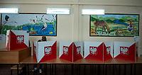 Sztabin woj podlaskie, 26.05.2019. Wybory do Parlamentu Europejskiego na Podlasiu. Obwodowa Komisja Wyborcza nr 1 miescila sie w remizie OSP N/z glosowanie o OKW nr 1 fot Michal Kosc / AGENCJA WSCHOD