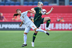 August 2, 2018 - Bridgeview, IL, U.S. - BRIDGEVIEW, IL - AUGUST 02: Japan midfielder Emi Nakajima (7) and Australia defender Ellie Carpenter (21) battle for the ball during the 2018 Tournament Of Nations at Toyota Park on August 2, 2018 in Bridgeview, Illinois (Photo by Quinn Harris/Icon Sportswire) (Credit Image: © Quinn Harris/Icon SMI via ZUMA Press)