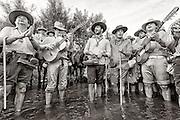 """Rocieros sing his virgin at the crossing of river """"Vado del Quema"""""""