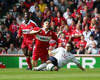 Fotball<br /> England 2004/2005<br /> Foto: SBI/Digitalsport<br /> NORWAY ONLY<br /> <br /> Middlesbrough v Tottenham Hotspurs, Barclays Premiership, Riverside Stadium, Middlesbrough 07/05/2005.<br /> <br /> Middlesbrough's Bolo Zenden (L) is fouled by Tottenham's Simon Davies (R).