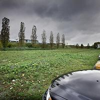 Nederland, amsterdam , 28 oktober 2010..Mogelijke PVV demonstratie locatie, veldje in Westelijk Havengebied na besluit de demonstratie zaterdag a.s. niet op het Museumplein te laten plaatsvinden..Field in the docklands Amsterdam-west, where a demonstration will be held by the right wing anti-muslim party PVV.