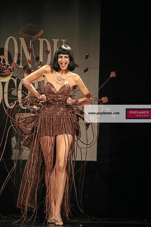 Irène Salvador - (mention obligatoire :) Salon du Chocolat - Maquillage / Coiffure Lucie Saint-Clair - Paris, le 18/10/2007 - JSB / PixPlanete