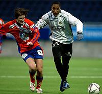 Fotball<br /> Treningskamp<br /> Aalesund v Sogndal 1-2 <br /> Color line stadion<br /> 18.02.2006<br /> Foto: Richard brevik, Digitalsport<br /> <br /> Thomas Gjørtz - Aafk<br /> Newton Sterling - Sogndal