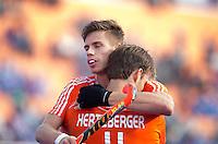 BHUBANESWAR (India) - Vreugde Sander de Wijn (l)  en Jeroen Herzberger die Nederland op voorsprong heeft gebrachtt  tijdens de strijd om plaats 5 en 6  in de Champions Trophy Hockey tussen de mannen van Argentinie en Nederland. (1-4). ANP KOEN SUYK